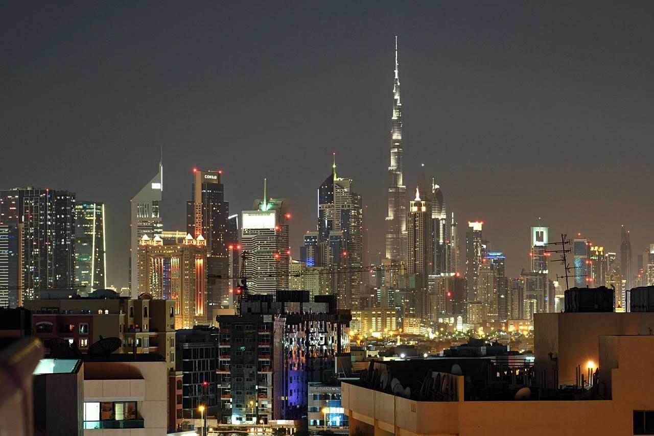dubai skyline night time
