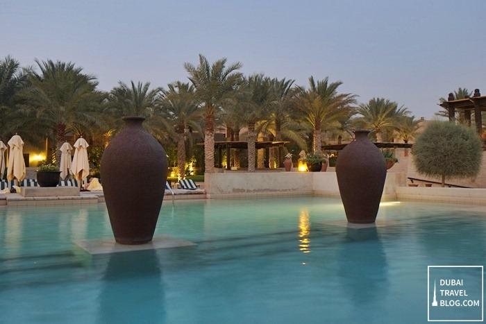 infinity pool in bab al shams dubai