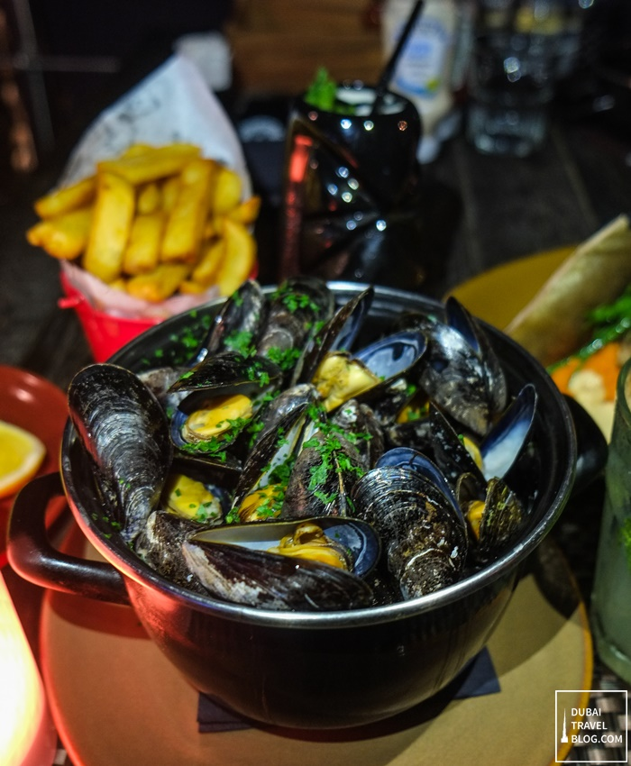 tap house dubai steamed mussels with fries