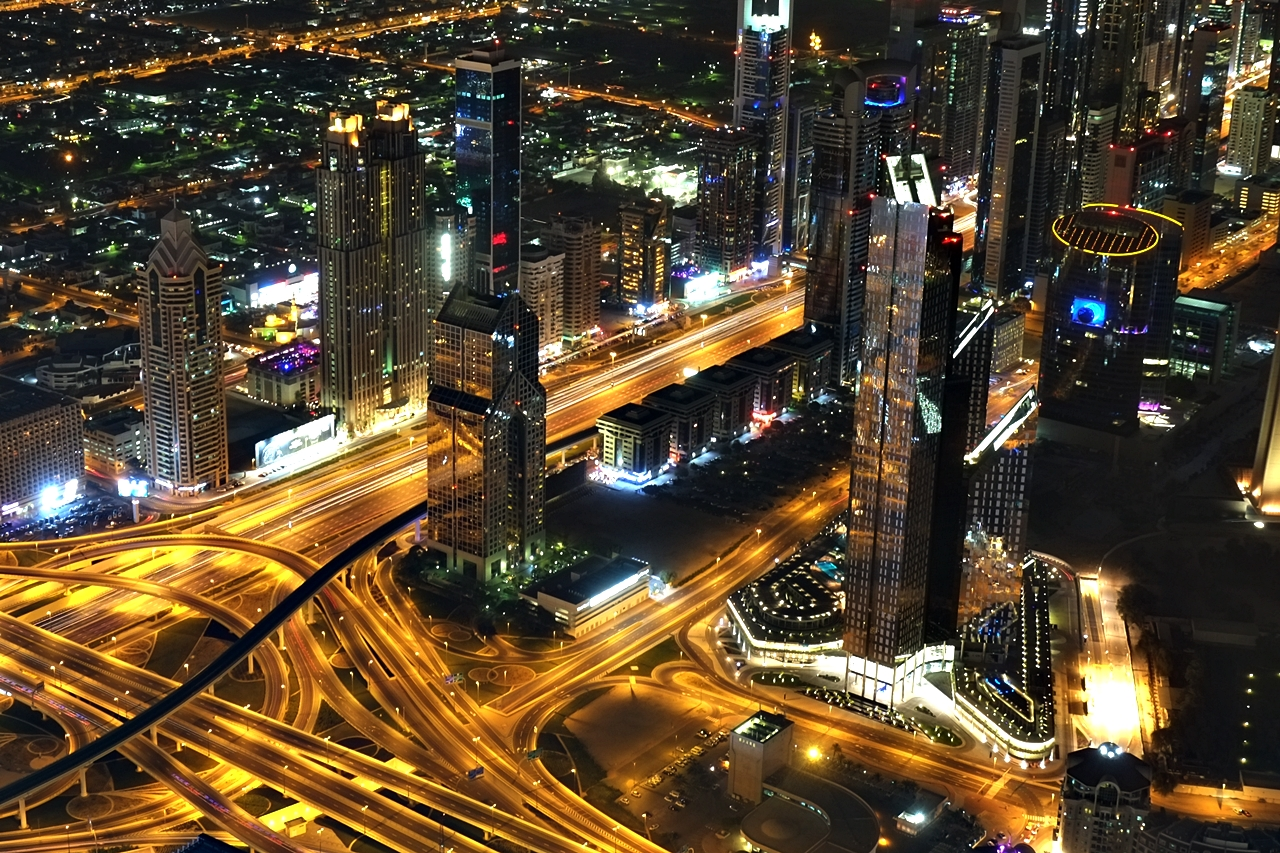 10 photos of dubai at night from burj khalifa 39 s at the top for Videos dubai
