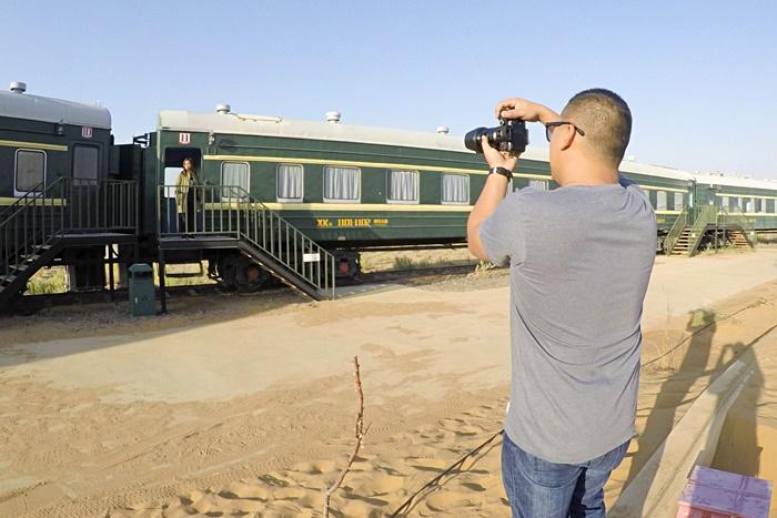 ningxia gold sand sea train hotel zhongwei china