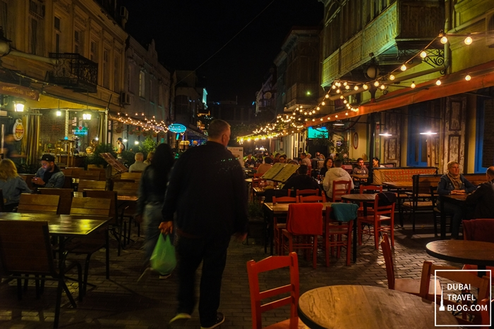 restaurants at night in tbilisi