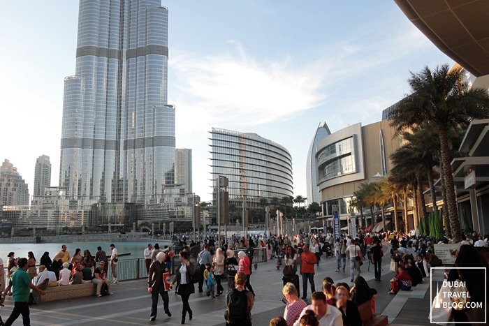 dubai burj lake crowd