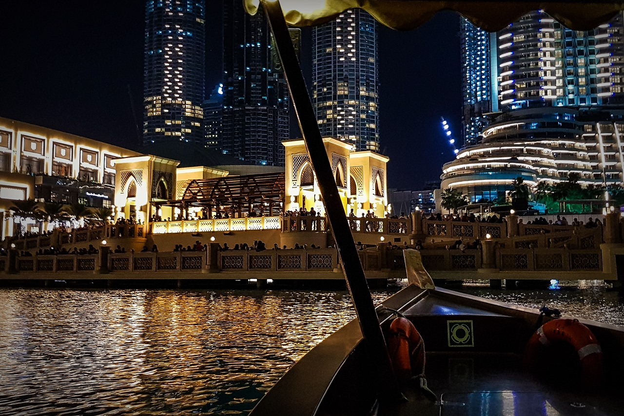 dubai fountain lake ride photo