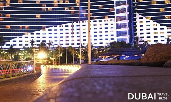 jumeirah beach hotel at night