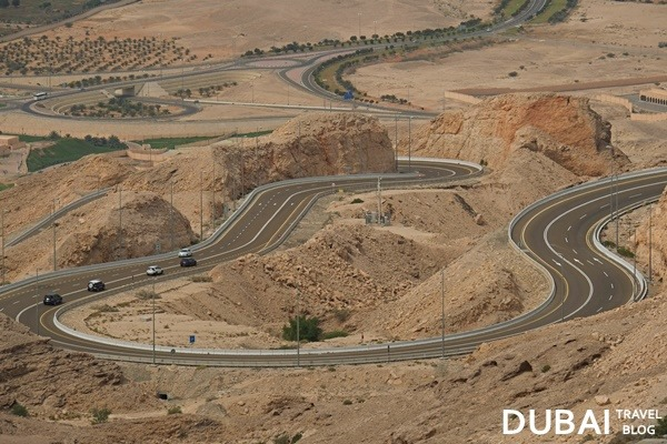 road-to-jebel-hafeet.jpg