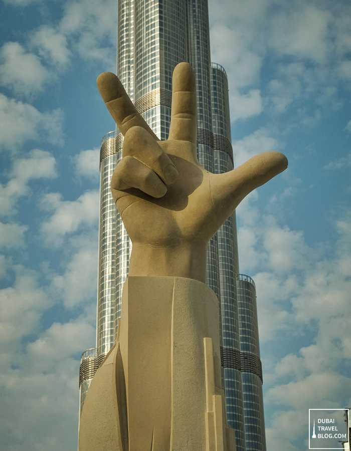 three-finger-salute-dubai_thumb.png