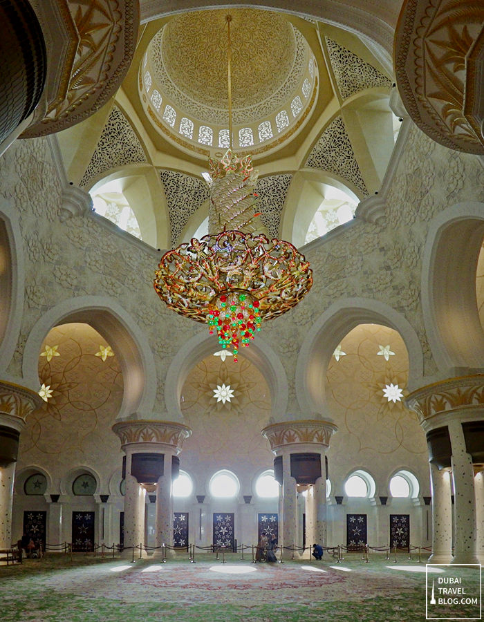chandelier sheikh zayed grand mosque abu dhabi