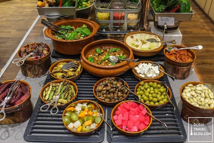 fountain restaurant dubai grill night