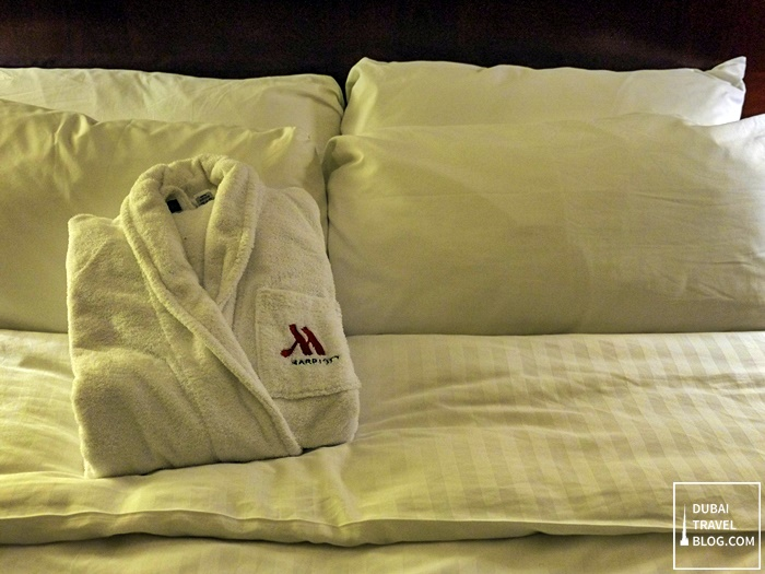 marriott hotel pillows and bed