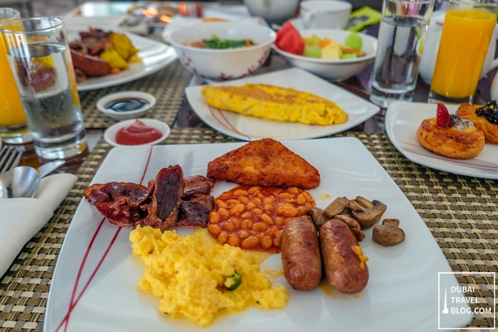 breakfast at dunes restaurant shangri-la