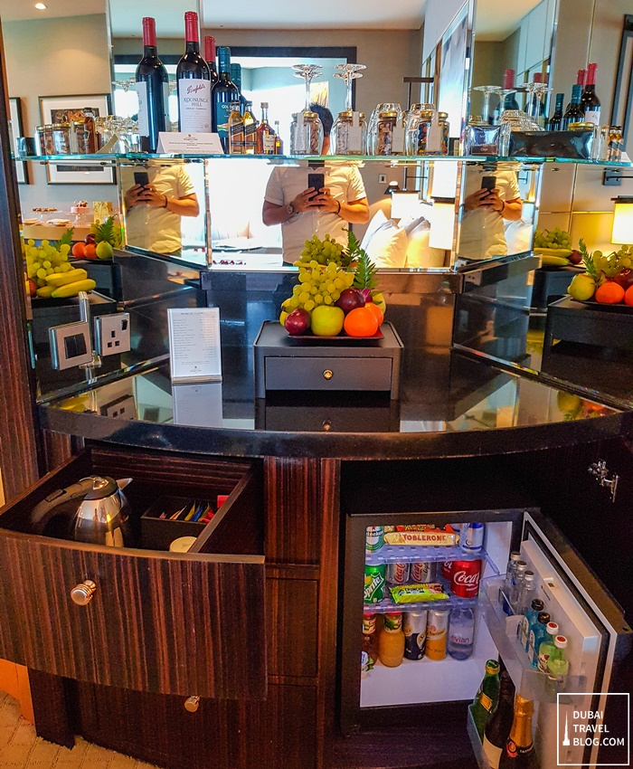 fridge and bar shangrila dubai