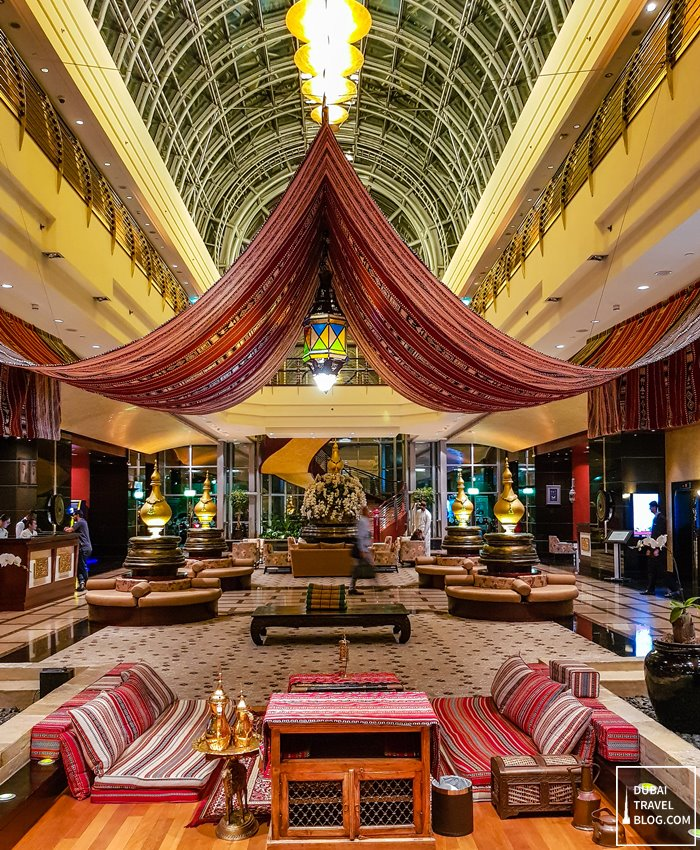 dusit thani dubai hotel lobby night