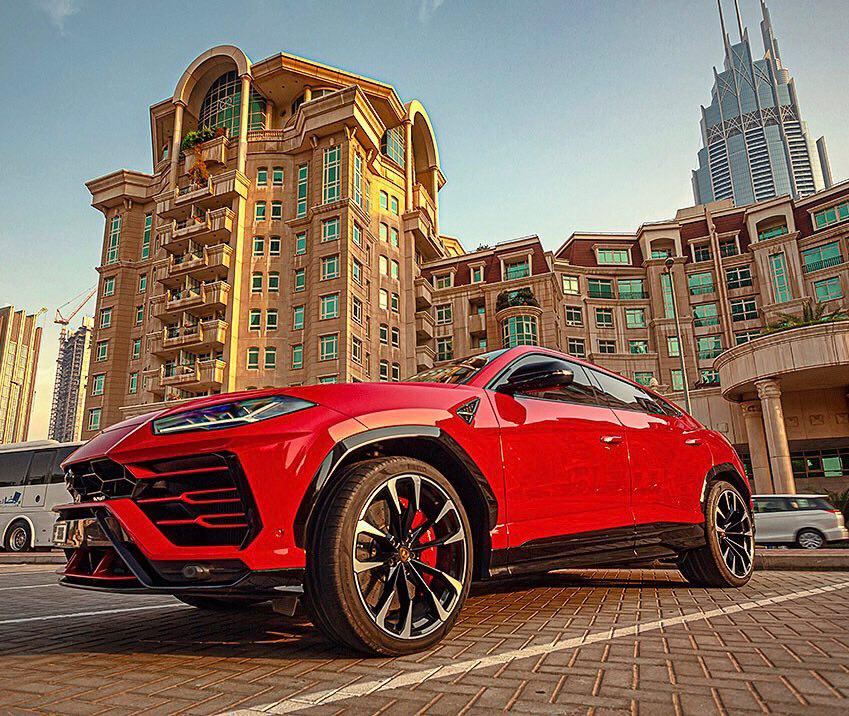 Dubai as a perfect place to drive a Lamborghini