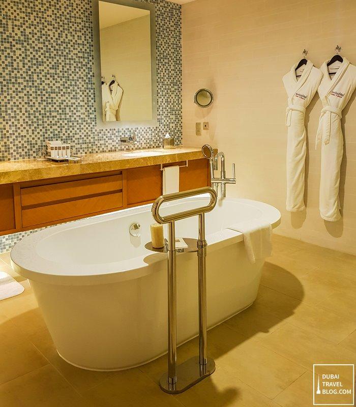 Swissotel Al Ghurair bathroom