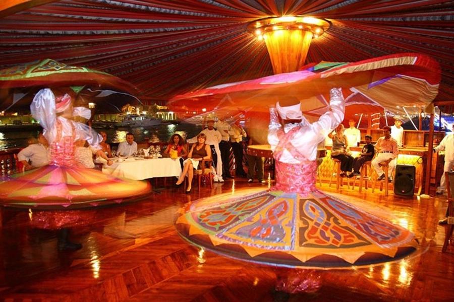 Rustar Floating Restaurant Dance