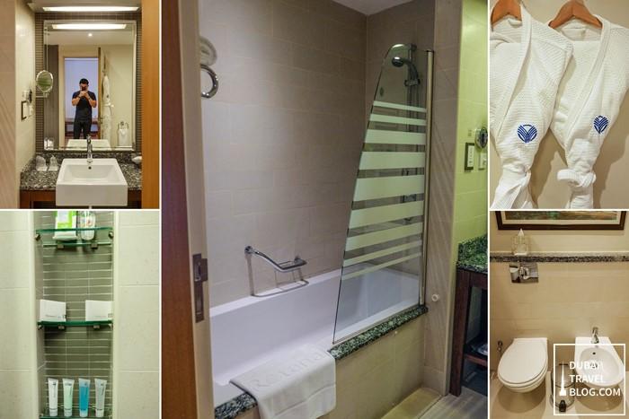 amwaj rotana room bathroom