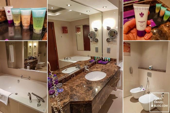 Bathroom in Park Regis Kris Kin