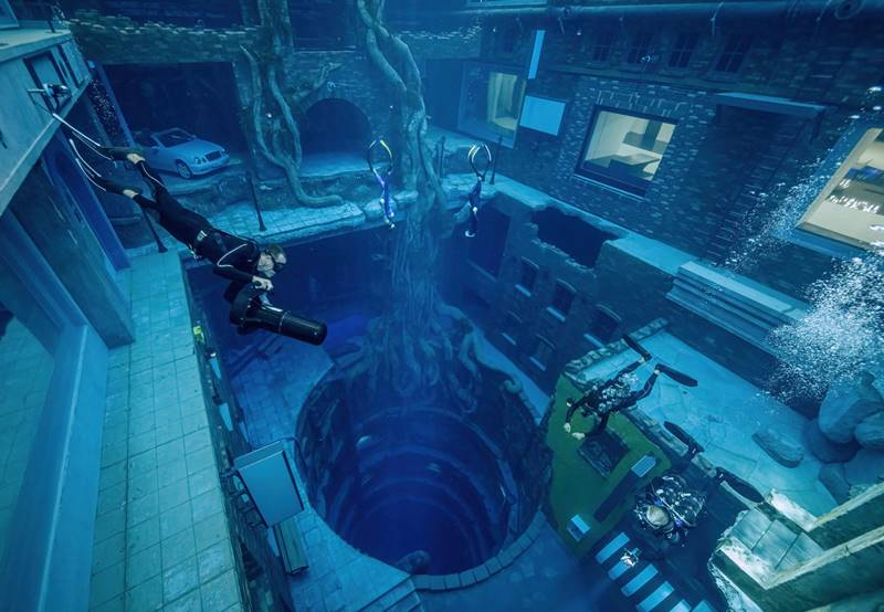 dubai deep dive in worlds deepest swimming pool